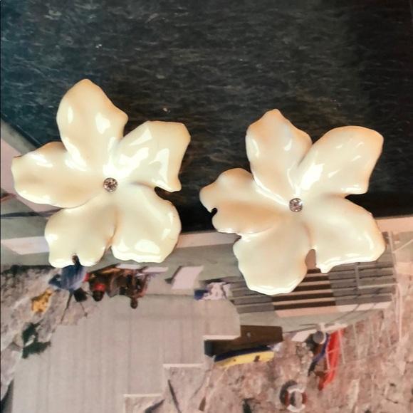 Zara jewelry white flower earrings poshmark m5b7e052934e48a0e6b999342 mightylinksfo